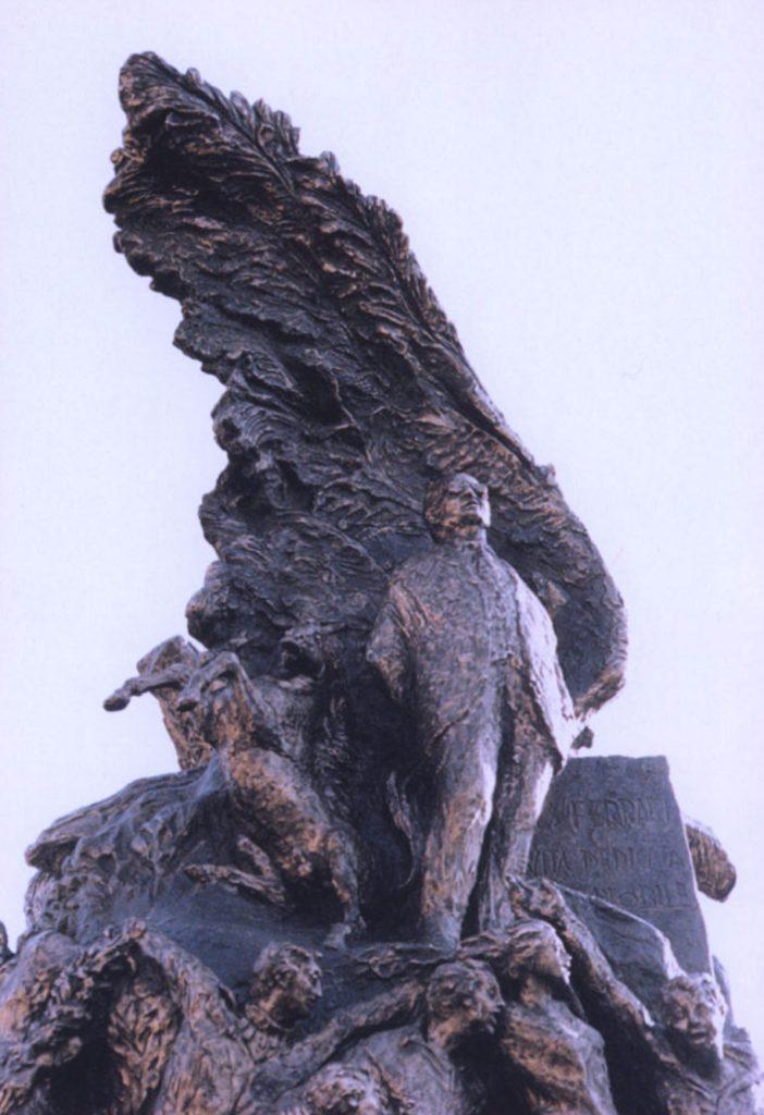 Il monumento a Enzo Ferrari