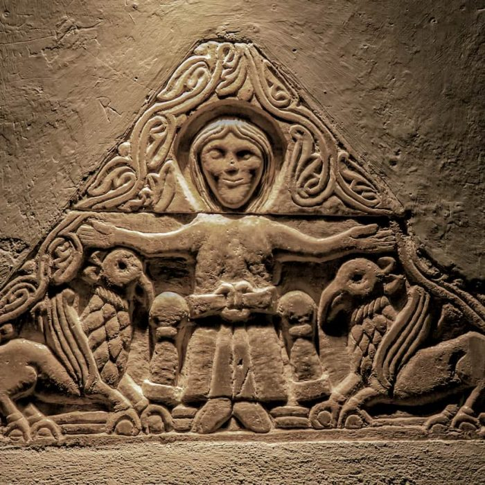Dettaglio di un bassorilievo nell'Abbazia di Frassinoro
