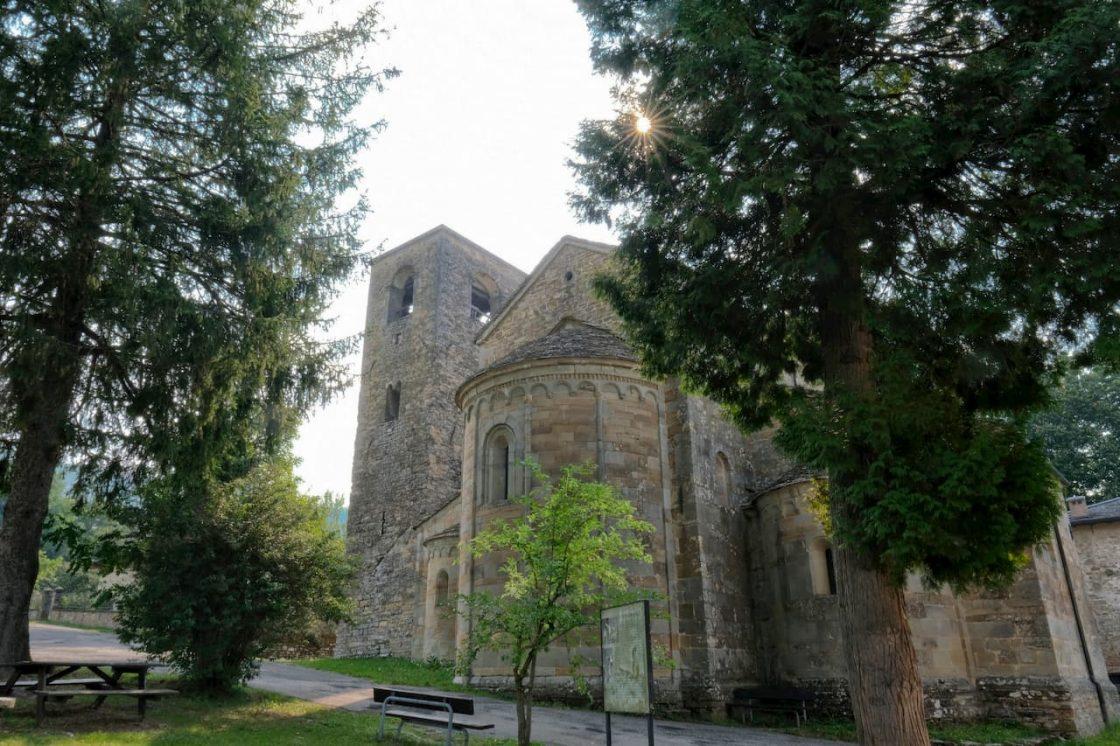 La Pieve di Rubbiano vista da fuori, lato abside